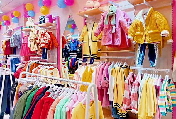 童装加盟选芭乐兔 恭喜梁女士的加盟店开业大吉
