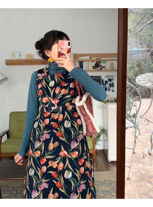 碎花裙怎么穿好看 碎花连衣裙与高领打底衫撞色