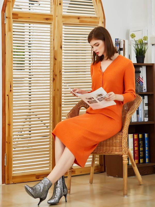 冬天穿什么颜色的针织裙好看 橘色针织裙配什么颜色的鞋子