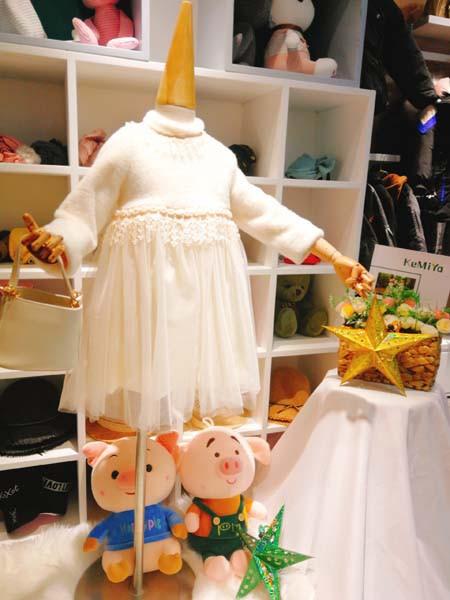 冬季儿童连衣裙的搭配 可米芽童装教你怎么穿