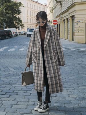 格纹大衣怎么搭配出冬季复古范