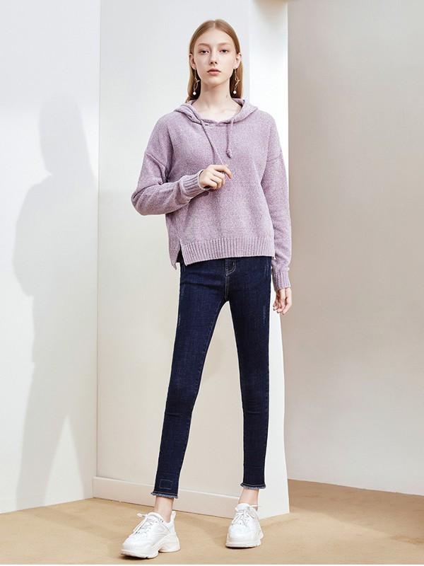 那些極具溫柔的針織衫 更適合在秋天穿