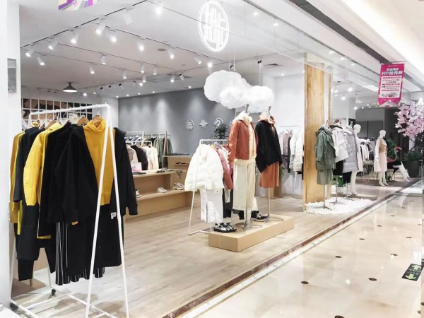 热烈祝贺拾卡女装河南省南阳市金玛特百货店开业大吉!