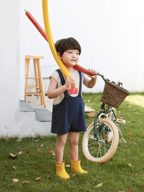 """如果想開一家具有特點的童裝加盟店 選擇""""莫小汐""""更受歡迎"""