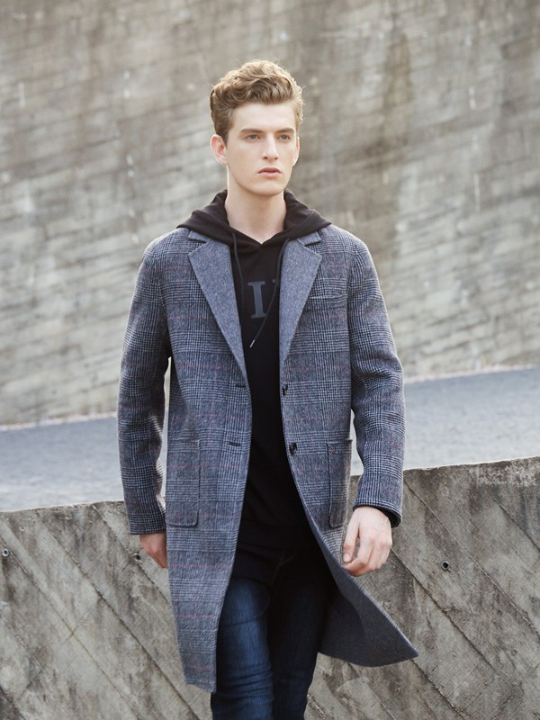 冬季男生毛衣怎么穿搭 男士毛衣外面穿什么好