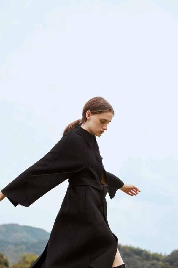 YARCH雅趋品牌女装玩转穿衣艺术 探索无界限的美