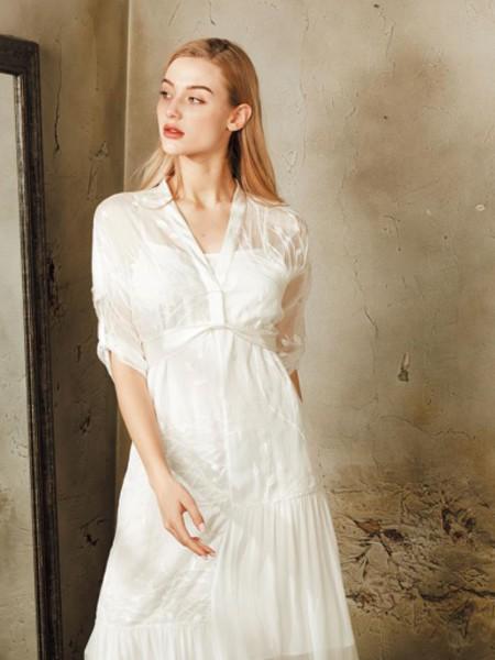 夏季连衣裙穿搭 质萃女装教你怎么穿