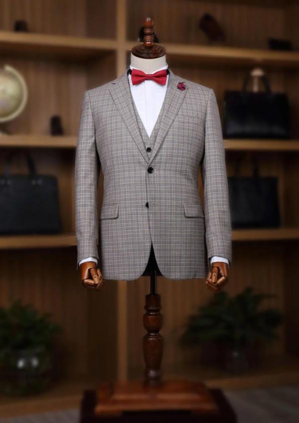 富绅V定制丨收藏这份春夏西装置办指南,别人都hu羡慕我把西装穿出清凉感!