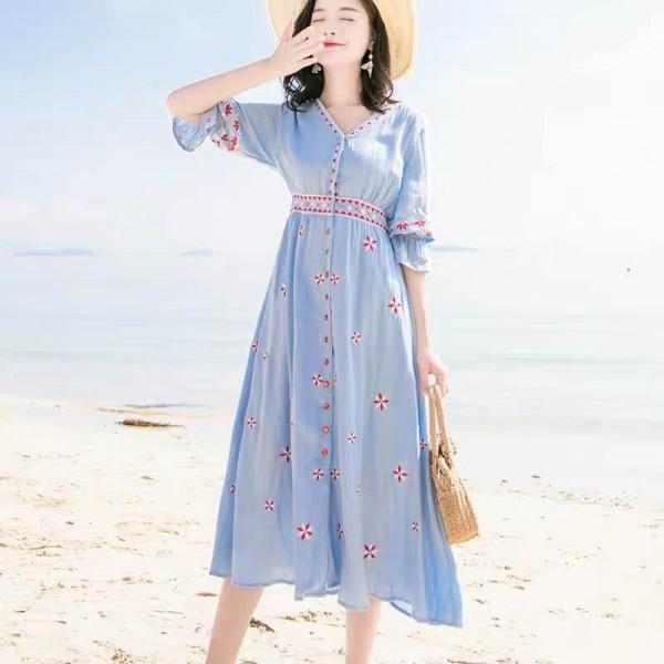 刚流行的民族风连衣裙 显瘦又很有文艺范