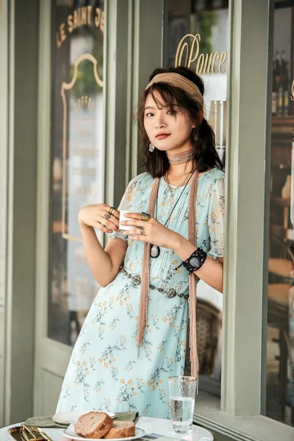 糖水冰棍、冰镇西瓜、五颜六色的裙摆和摇摇晃晃的夏天