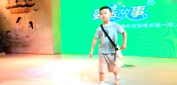 卡贝鱼携手清远婴语故事童装走秀活动取得圆满成功!