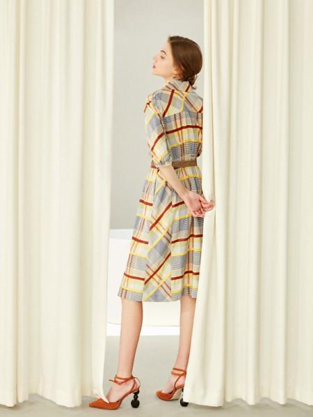 女装店什么装修更吸引人?茜可可带你了解女装重点装修技巧