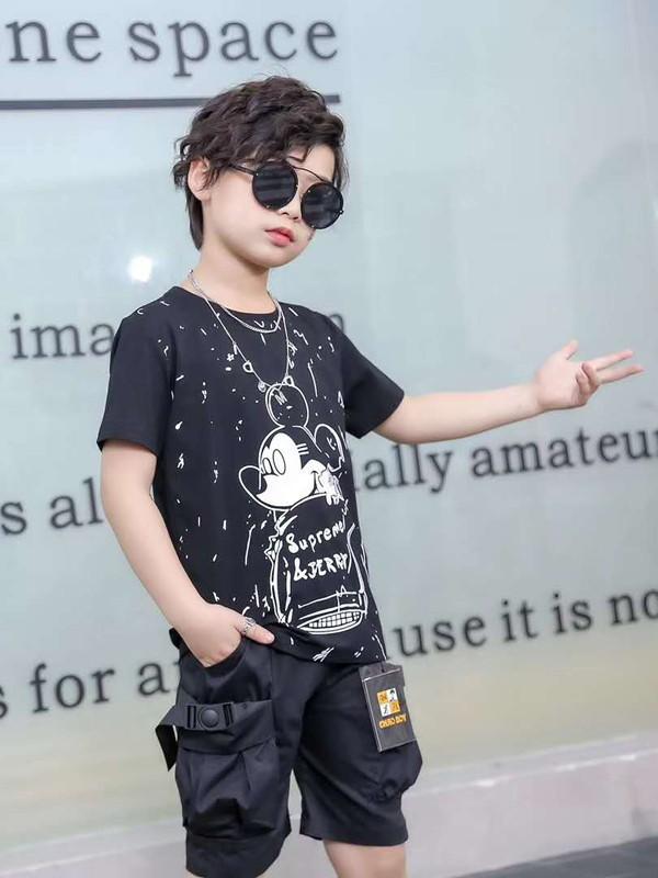 男孩子帅气穿搭 可米芽童装穿出你的简约