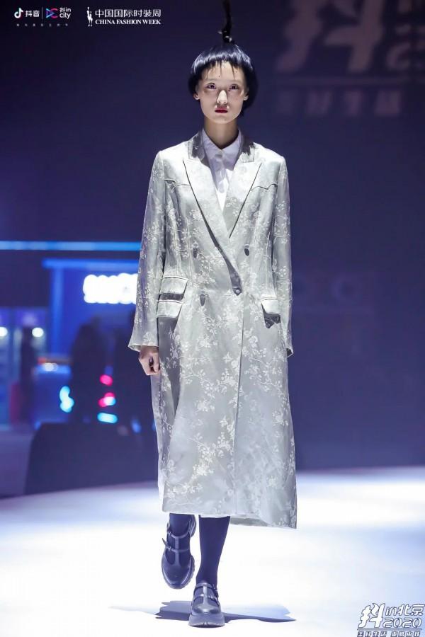 """""""潮流中國""""秀場直擊 BAN XIAOXUE 2021春夏系列回歸生活本身"""