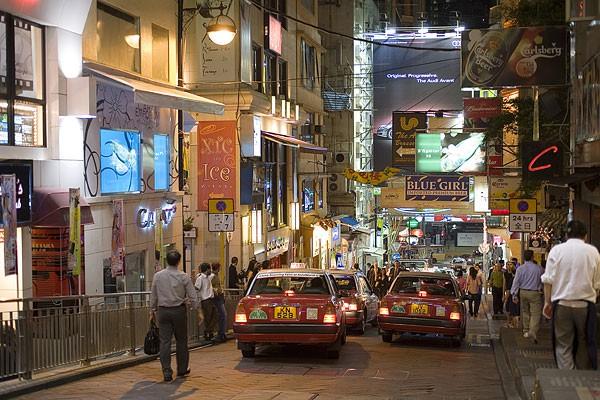 优惠券发放刺激群众购物 8月份香港零售业总销货价值临时估计上升8.1%