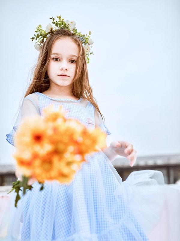 干净清爽的蓝色穿搭 让孩子在这个春天更舒适