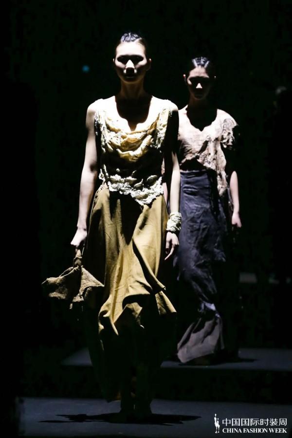 """""""汉帛奖""""第29届中国国际青年设计师时装作品大赛决赛完美收官"""