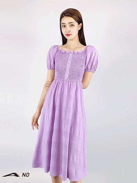 夏季闺蜜套装怎么选?紫色连衣裙&米色休闲套装哪款更合适