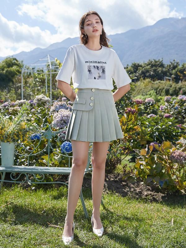 春季白色T恤多种穿法 展现多种风格