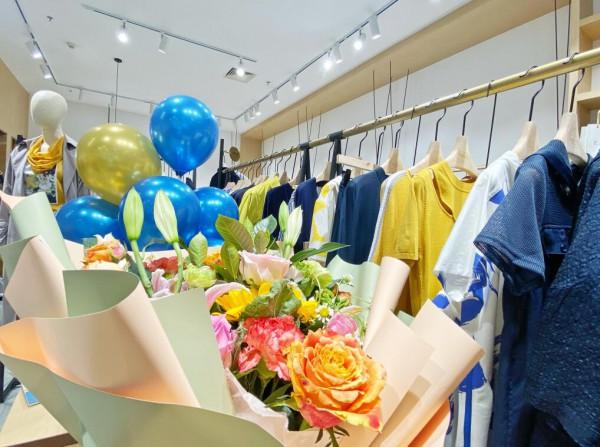 好消息!意澳女装山东蓬莱新店成功开业,预祝生意兴隆!