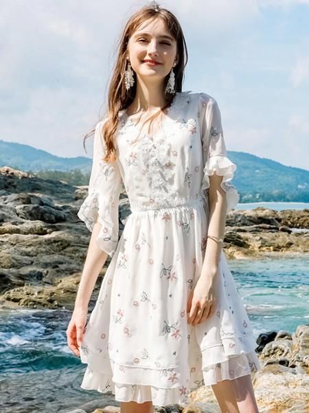 优质的女装品牌加盟会更具优势 芝麻E柜给你更多支持