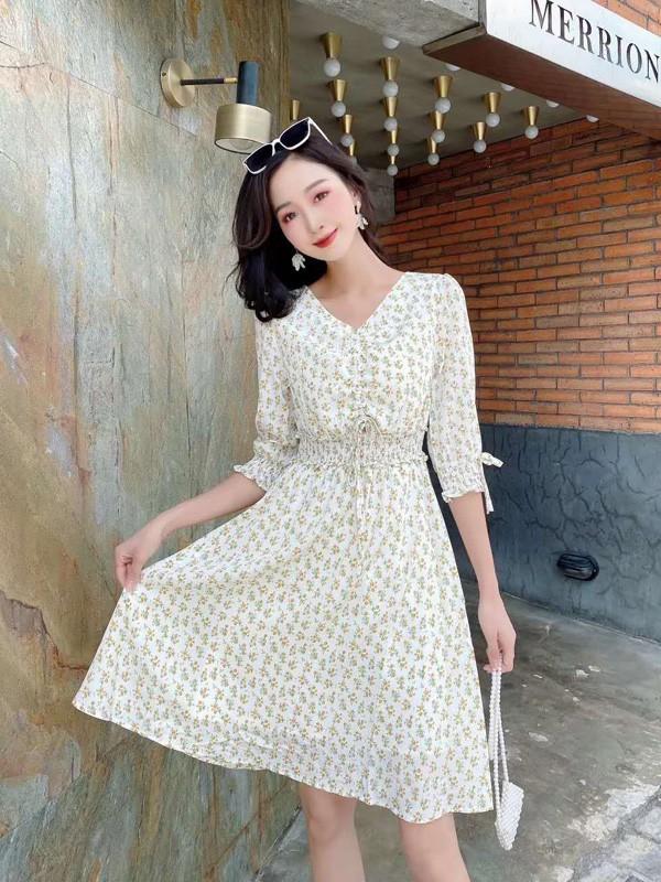 干净减龄的连衣裙 带你感受夏天的魅力