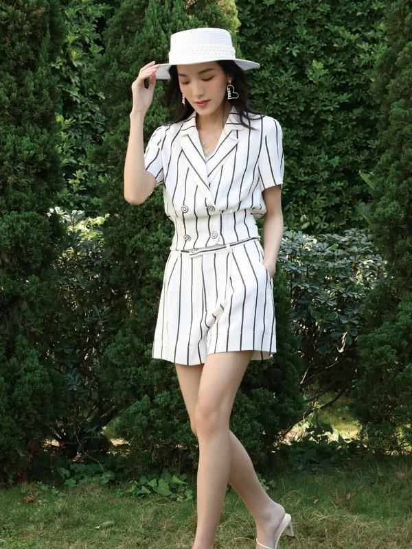 夏天选择什么款式的白色套装更有设计感 女生套装怎么挑选