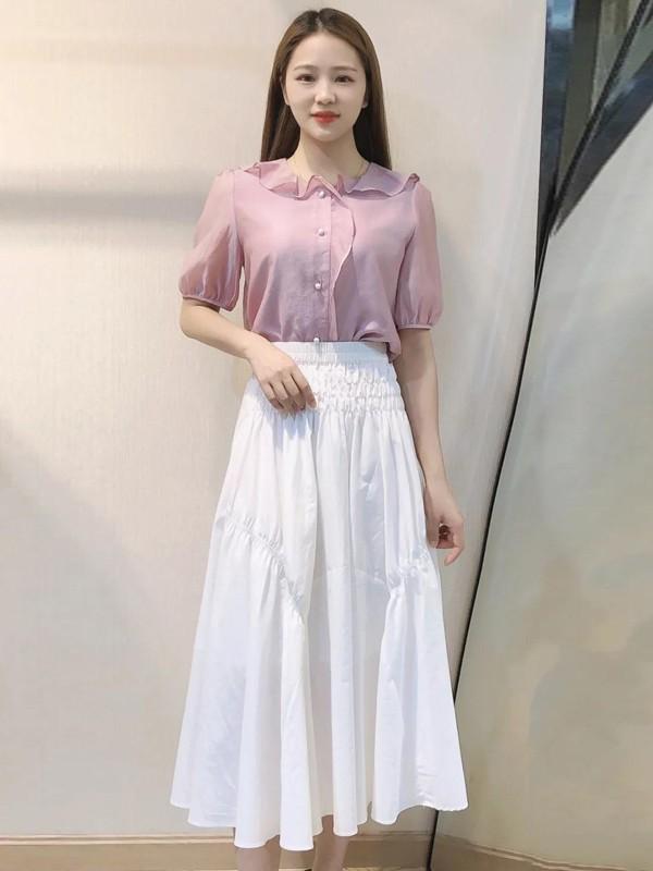 A字半身裙怎么挑选 白色&紫色上衣哪款更适合?