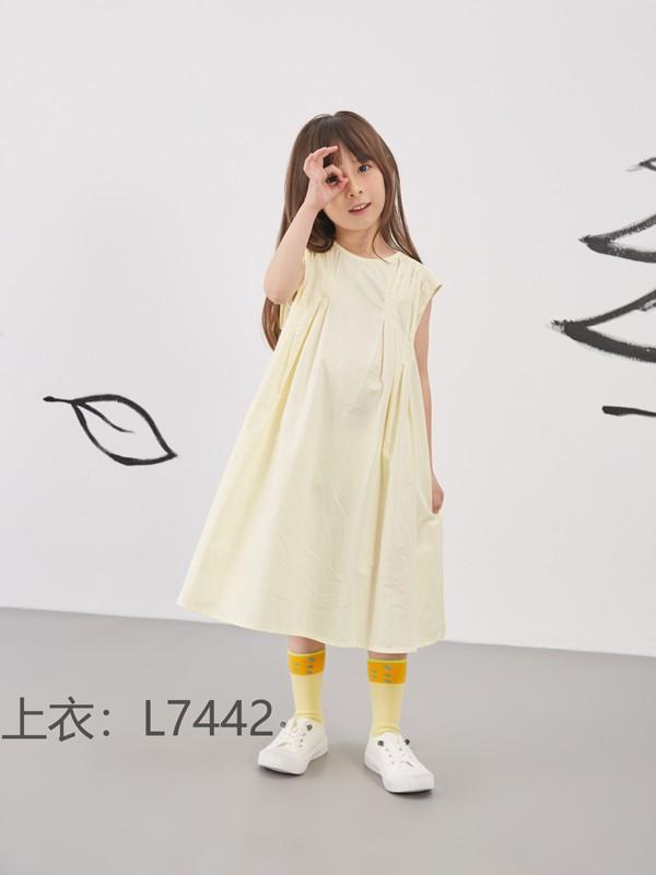 女孩子適合穿什么元素的連衣裙 碎花&純色哪款更好看