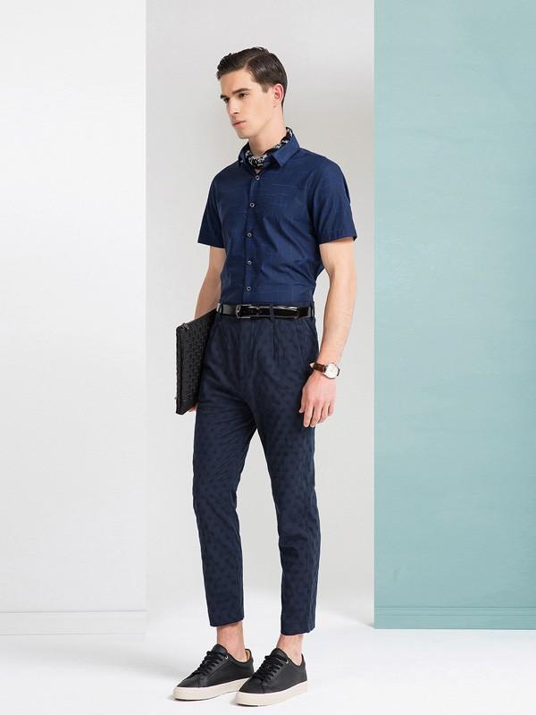 男生POLO衫搭配什么裤子好看?衬衫选择什么颜色比较成熟