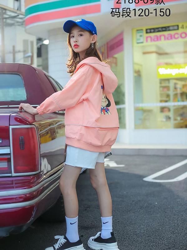 8-10岁的女生秋冬服装如何搭配 这三套轻松打造个性温柔气质