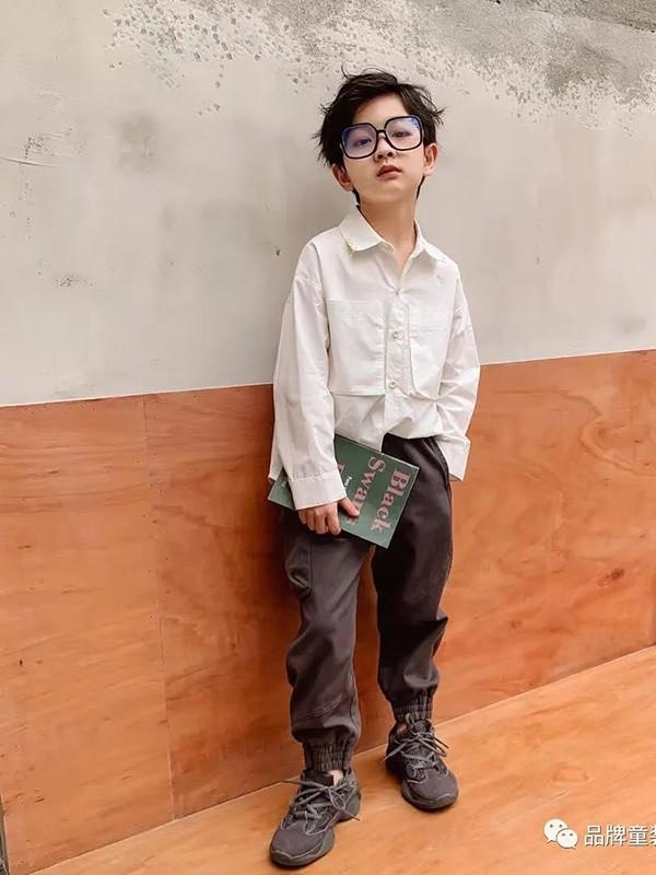 """霍思燕儿子""""嗯哼""""的帅气穿搭 这几款秋冬风格值得借鉴"""