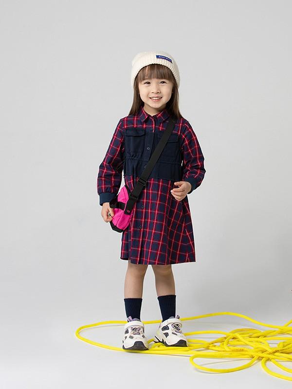 3-4岁小女孩秋冬喜欢什么样的服装更加招人喜欢