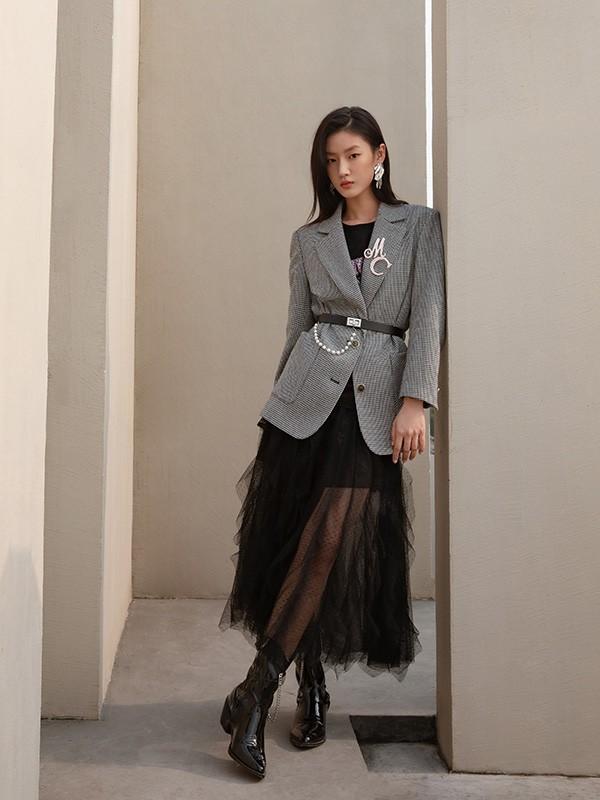 遗传爸妈神颜的木村光希,穿起西装来十分飒爽!