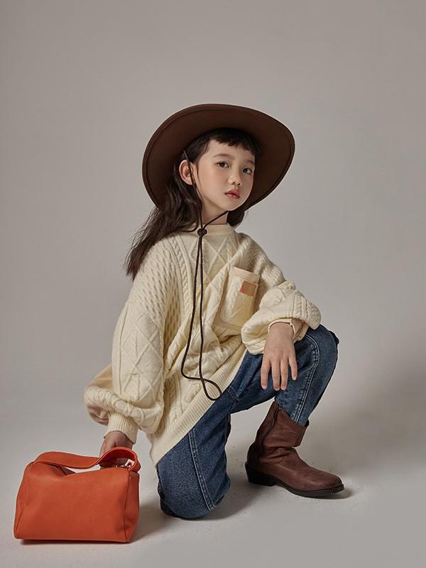 有哪些有设计感的童装卫衣?小女孩牛仔裤要怎么搭配