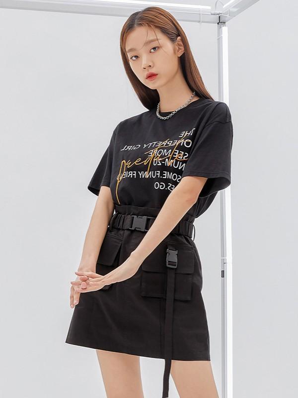 人间芭比Lisa一件黑色T恤教你演绎甜酷风,超辣!