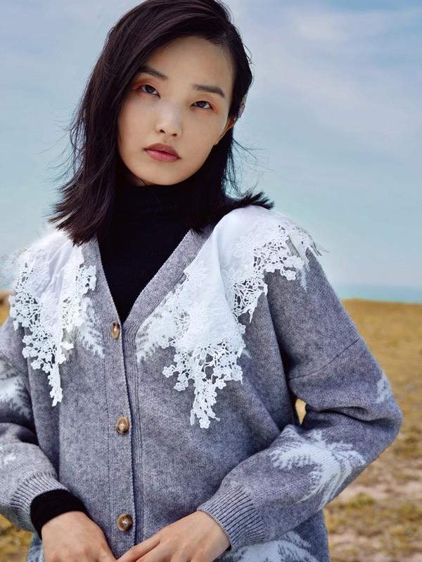 方示2020秋冬季灰色印花针织衫