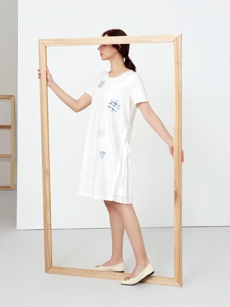 钡禾2021春夏季白色印花连衣裙