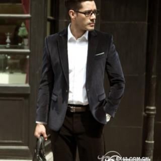 男人穿白衬衣好看吗 男士白衬衣搭配