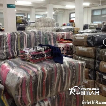 低价服装供应,棉服批发,卫衣批发,牛仔裤批发