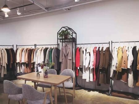 網紅說這家服裝店的衣服好好看,也想開一家芝麻e柜