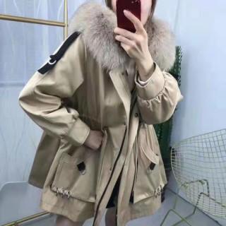 国产女装品牌淘衣岛,属于大众消费的服装。