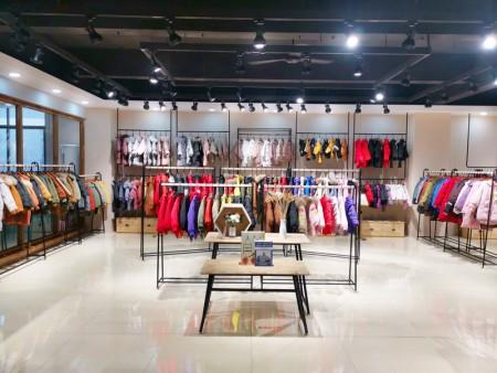 开品牌折扣童装店铺货源大多数人选择折扣尾货的原因在于此
