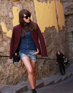 潮流街拍酒红色上身变身时尚大咖