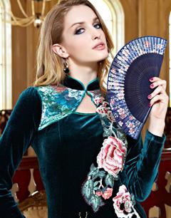 打造时尚绣花炫彩的主流服装新贵族主义